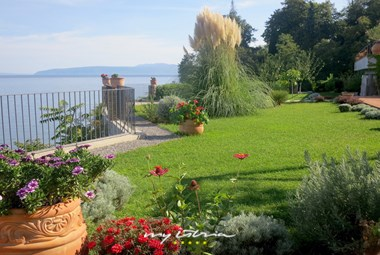 Villa Mirvami Lovran has a beautiful mediterranean garden and private sea access