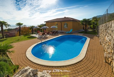 Lovely private pool and sun loungers in villa in Lovran