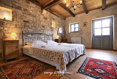 Villa´s cosy bedroom with rustic elements