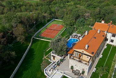 Villa Vlatelini I with tennis court, pool and garden