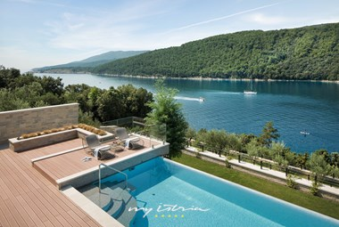 Villa Vlastelini II with a big pool, garden and sea view