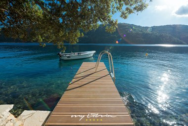 Beach and boot mooring next to villa Vlastelini I