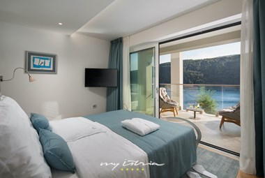 Comfortable room with seaside view and terrace