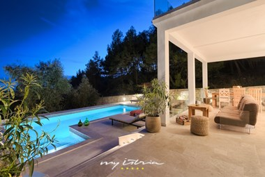 Outdoor lounge and dining area with view over the pool area - Villa Vara
