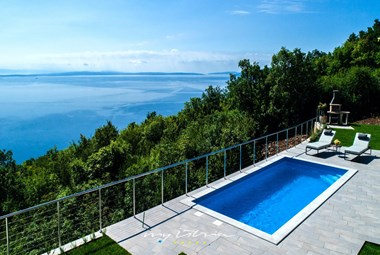 Lovely private pool with the view