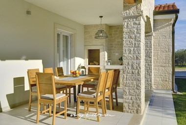 Covered outdoor dining area with traditional fireplace/BBQ - Villa Maria Andrea