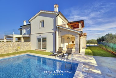 Modern villa near the sea in Novigrad