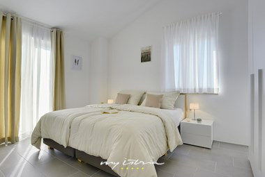 Bright and airy double bedroom in Villa Maria Andrea near Novigrad