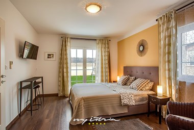 Beautiful double bedroom in villa with pool in Marcana