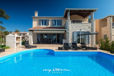 Wonderful villa with private pool, A/C and BBQ near Porec