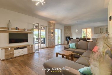 Living area with TV and balcony doors - Villa Laura An near Porec