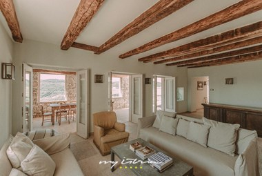 Beautiful airy living area with access to the terrace - Villa Angelo in Motovun