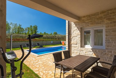 Enjoy the covered dining area and pool in Villa Stopic