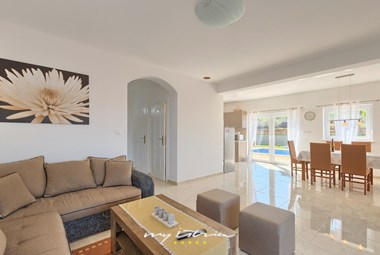 Open space living area and kitchen with direct access to the pool - Villa Stopic