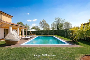 50 sqaure meter big private pool in Villa Commel
