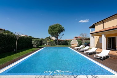 Beautiful Villa Commel features a private pool and is close to the sea