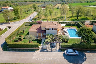 Beautiful family villa with pool near Porec