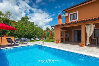 Villa Percan can accommodate up to 10 Persons.