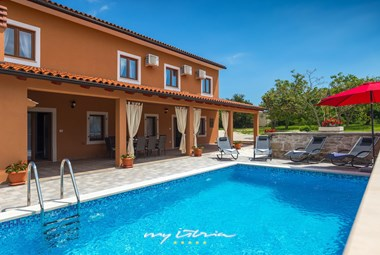 Lovely private pool in front of Villa Percan.