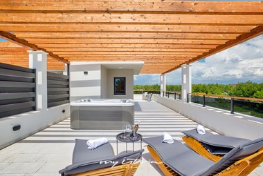 Rooftop with jacuzzi and sun loungers in Villa Joe Residence