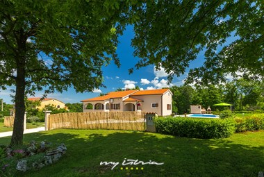 Natural surrounding of villa Bozac offers relaxed holidays