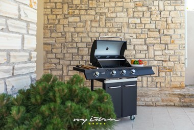 Enjoy your outdoor meals next to the pool of villa DD with the gas grill
