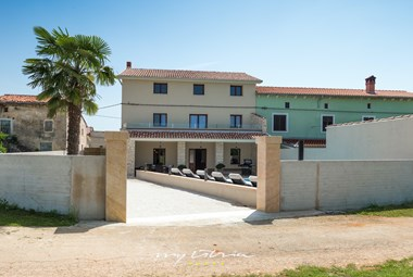 Gated area around villa DD with private pool and parking