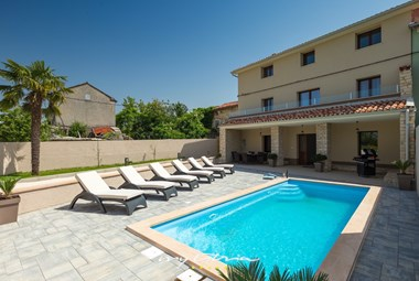 Beautiful villa DD with private pool and sunloungers