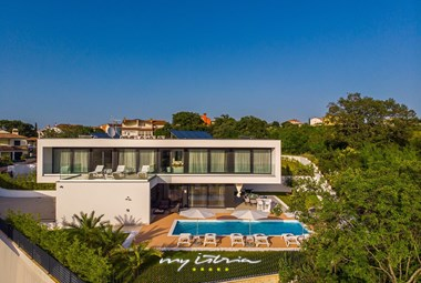 Villa Eleven with private pool surrounded by beautiful greenery