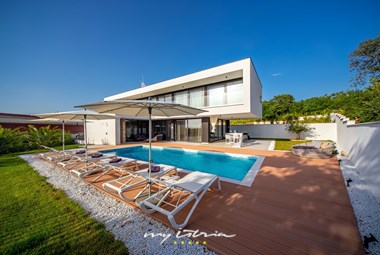 Villa Eleven close to Rovinj with the private pool, garden and plenty of sun loungers