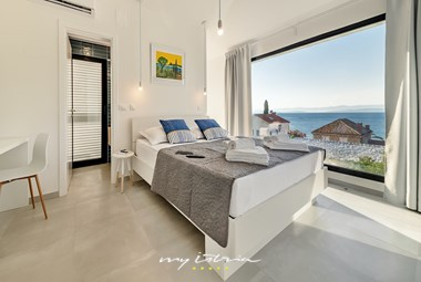 Bright and modern bedroom with sea view in villa Petra