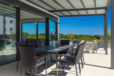 Covered outdoor dining area - Villa Sunshine Tea with pool near Pula and Medulin