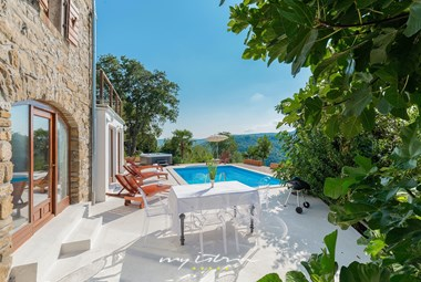 Outdoor eating area with a view, next to the private pool of Villa Sussini