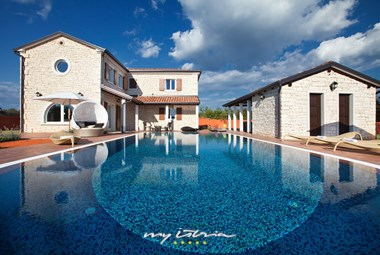 Modern Villa Luxoria with private pool