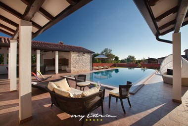 Villa´s spacious pool area