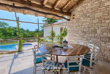 Nice outdoor area for alfresco dining with the view over the pool