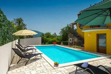 Nice villa Mikales with private pool, sun loungers and parasols