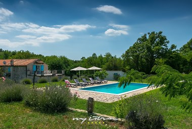Charming villa with 2 bedrooms and private pool close to Porec