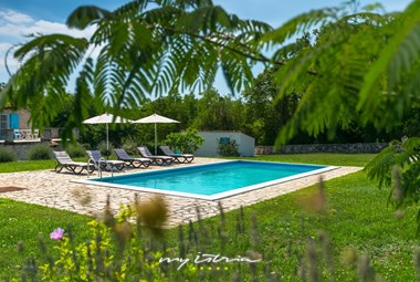 Enjoy the peace and quiet from the pool in Villa Natura