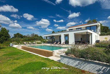 Modern architecture of villa Tonic for up to 9 persons in Medvidici, central Istria