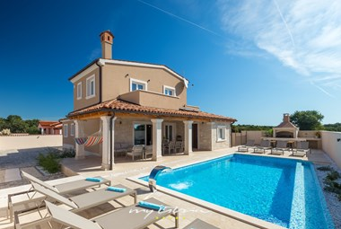 Amazing pool with outdoor grill area, garden furniture and sun loungers