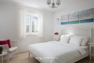 Charming bedroom with double bed in the one storey villa Meadow