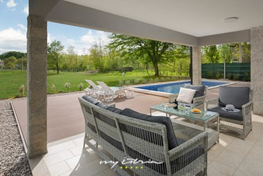 Covered outdoor area with garden furniture perfect for breakfast