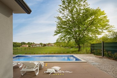 Big garden with private pool and outdoor shower in the villa Meadow