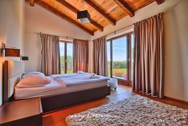 Bright bedroom in Villa Kastelir