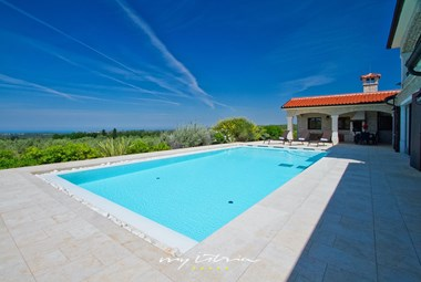 Lovely private pool of our villa in Porec