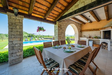 Dining area with BBQ - Villa Oliveta in Pula
