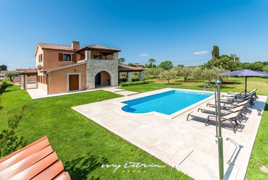 Lovely family villa with pool in Pula