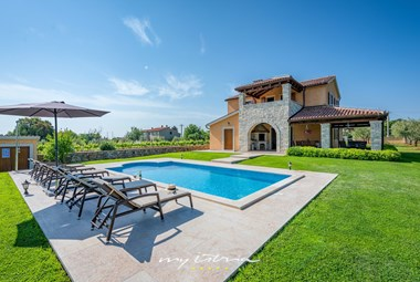 Enjoy your stay in this beautiful villa surrounded by olive trees