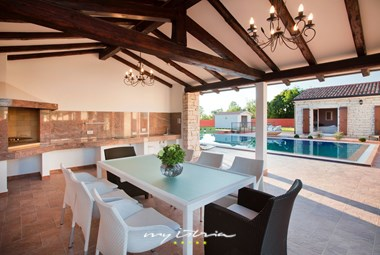 Spacious outside dining area near the pool
